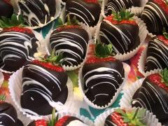 chocolate-covered-weford-strawberries-greens-berry-farm